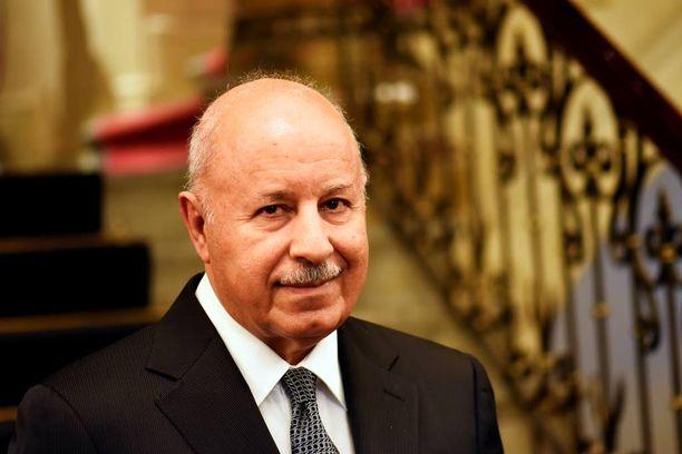 Kurdistanin sisä- ja peshmergaministeri Karim Sinjari kertoi Iltalehdelle torstaina, että peshmergat ovat niskan päällä, mutta tukea tarvitaan.