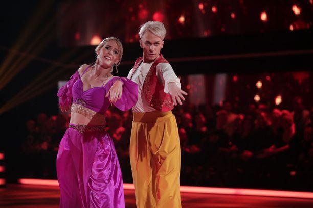 Christoffer Strandberg ja Jutta Helenius heittäytyivät Aladdinin ja Jasminen rooleihin.