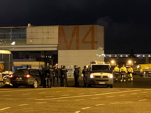 Poliisilla oli maanantaina operaatio myös Olympiaterminaalissa.