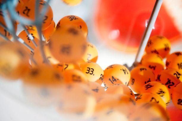 Lottoarvonta siirretään useimmiten sunnuntaille, jos lauantaina on yleinen juhlapyhä tai jouluaatto.
