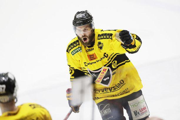Tommi Jokinen tuuletti ajassa 59.47 laukomaansa voittomaalia. HIFK kaatui 4-3.