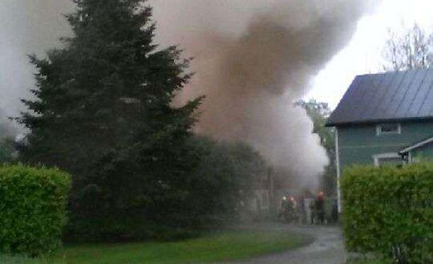 Piharakennus syttyi tuleen Laitilassa.