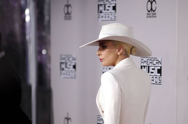 Lady Gaga muistetaan muun muassa kappaleistaan Born This Way, Bad Romance ja Poker Face.