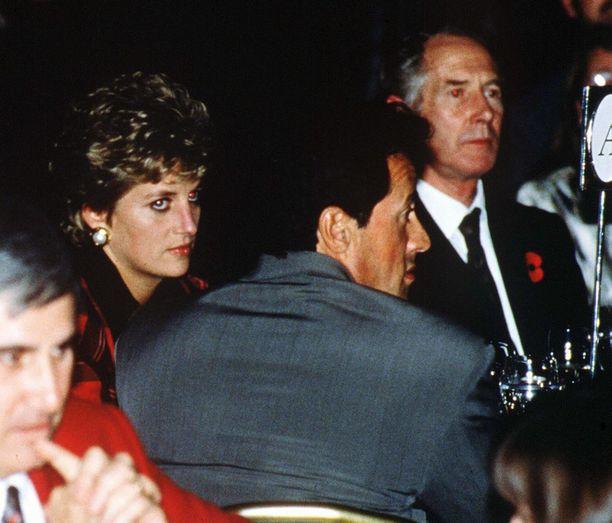 Diana ja Sylvester Stallone tapasivat toisiaan silloin tällöin eri gaaloissa ja tilaisuuksissa. Kuva on hyväntekeväisyysgaalasta vuodelta 1993.