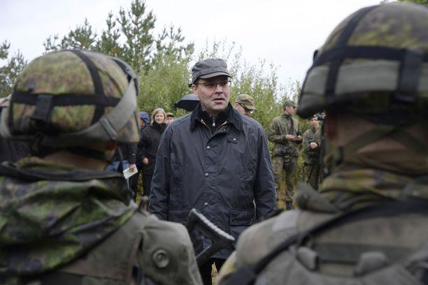 Puolustusministeri Jussi Niinistö tutustui tiistaina Aurora-harjoitukseen Gotlannissa, missä hän tapasi harjoitukseen osallistuvia suomalaisjoukkoja.