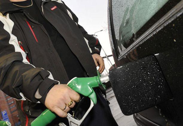 Ensi vuonna bensiinissä on yhä enemmän etanolia EU:n polttoainedirektiivin ja uusiutuvan energian käytön edistämisdirektiivin ansiosta.