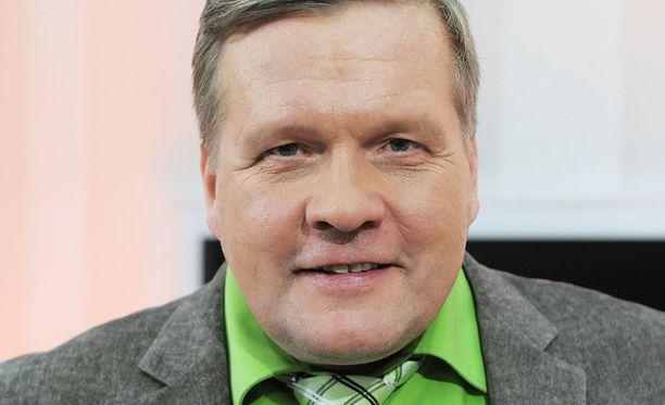 Lauri Karhuvaara ja tv-kuvausryhmä kiersivät kesäisen Suomen tanssilavoja. -Tuli ihan vanhat Suomi-filmit mieleen välillä, hän sanoo.