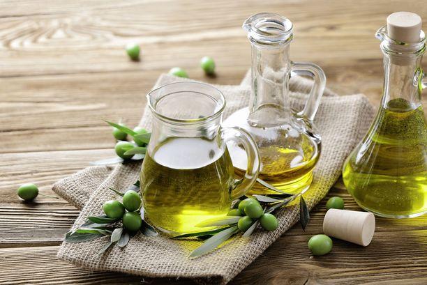 Valitettavasti Suomessa harvoin pääsee maistamaan ja haistamaan oliiviöljyä ennen sen ostamista, mutta kotona kannattaa testi tehdä. Tiedät, onko sama öljy enää ostoslistallasi.