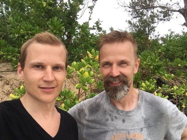 Tuottaja Mirko Baas ja ohjaaja Edward Kojonen pitelivät tuotannon lankoja käsissään.