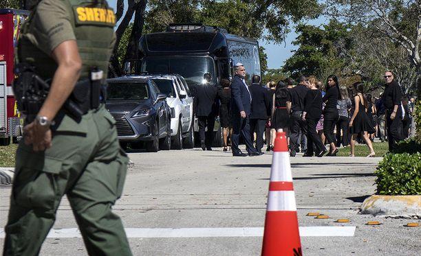 Yhdysvaltain liittovaltion poliisi FBI myöntää tehneensä virheen koskien Floridan kouluampuja Nikolas Cruzia.
