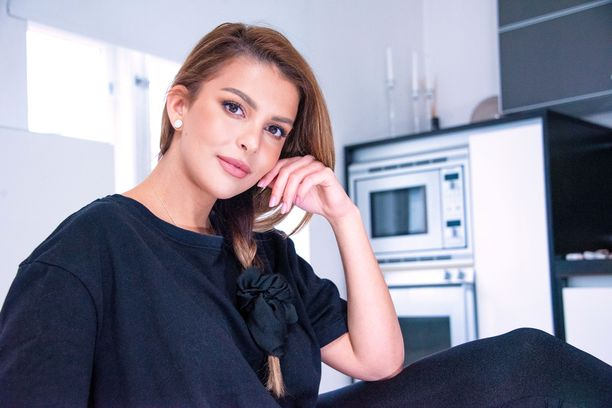 Sara Chafak elää nyt onnellista, itsenäisen naisen elämää. Hänellä ei ole kiire sitoutua.