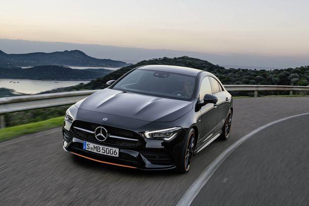 Jos massissa ei ole rahaa CLS:ään, niin samannäköisen auton saa CLA:sta. Pienemmän tosin.