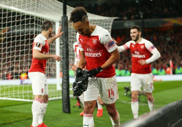 Pierre-Emerick Aubameyang johdatti Arsenalin nousua neljännesvälieräahdingosta Rennesiä vastaan. Nyt Tykkimiehiä odottaa vaikea vierasmatka Napoliin.