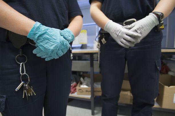 Myös vanginvartijat ovat alkaneet pelätä UB-jengiin kuuluvia vankeja sekä näiden järjestöä.