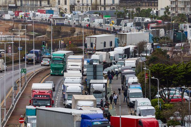 Tuhannet rekkakuskit odottavat pääsyä pois Britanniasta.