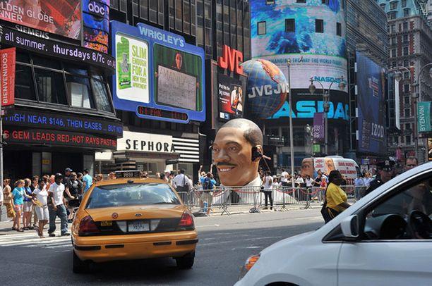 Patsaan päätöspiste oli Times Squarellä New Yorkissa.