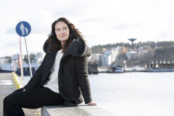 Eveliina Mäntykangas oppi jo lapsuudessaan näkemään, että omassa isässä oli kaksi eri persoonaa.