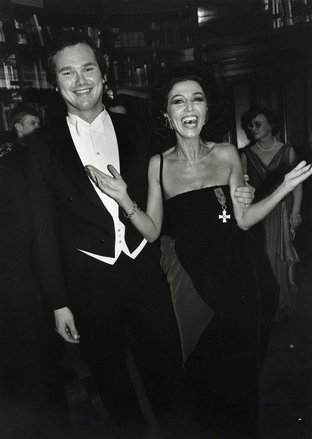 Arto Härkönen osallistui Linnan juhliin vuonna 1984. Vieressä Lenita Airisto.