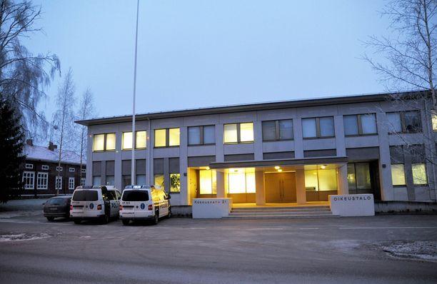 Etelä-Pohjanmaan käräjäoikeus painotti, että rikosylikonstaapeli olisi työvuoronsa aikana joutua myös vaativiin virkatoimiin.