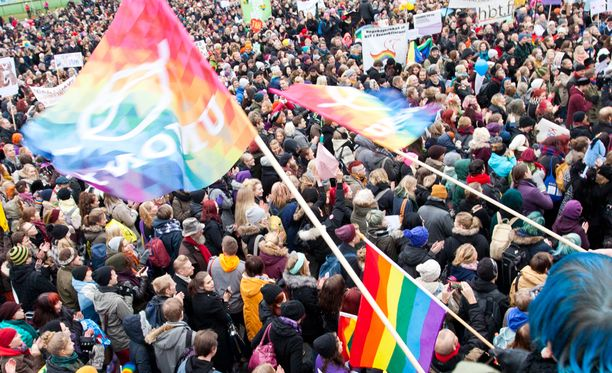 Venäjä käsittelee Suomea kuin sukupuolineutraali avioliittolaki olisi jo voimassa.