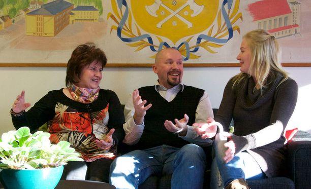 Jenni Pietikäinen (vas.), Jukka Vattukallio ja Tuovi Kämäräinen olivat mukana Ammattilaiset Areenalla-rekrytointikampanjassa.