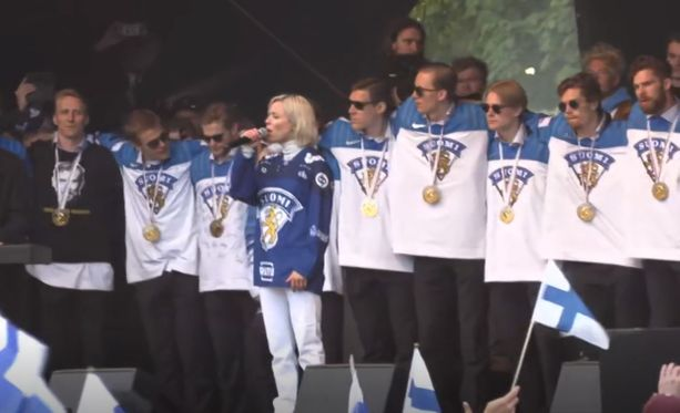 Vesalan kanssa lauluun yhtyi muun muassa Mörkö Anttila.