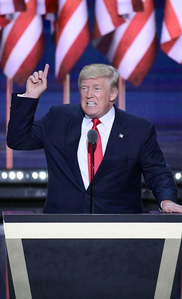 Republikaanien Donald Trump kamppailee presidentin paikasta demokraattien Hillary Clintonia vastaan.