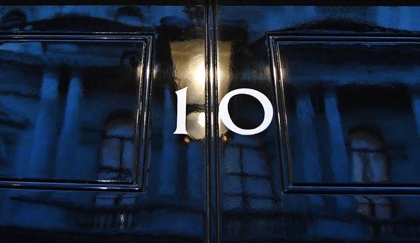 Pääministerin toimiston mukaan kansanedustajien sooloilu on huolestuttavaa ja saattaa koko brexitin vaakalaudalle.