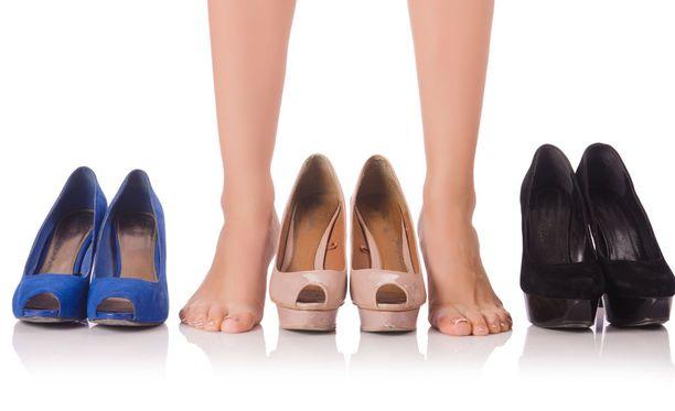 Hyvässä jalkineessa on tarpeeksi leveä ja korkea kärki, jotta varpaat eivät painu yhteen.