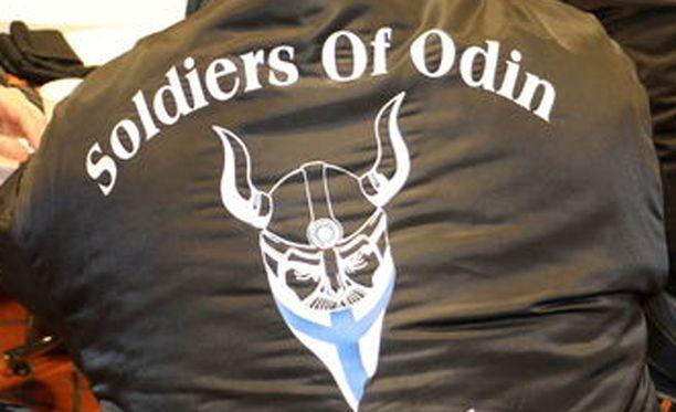 Pahoinpitelystä epäillyillä miehillä oli takeissaan katupartioistaan tunnetun Soldier of Odinin tunnukset.