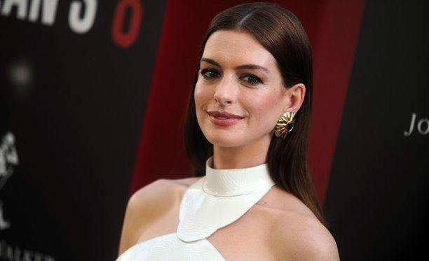 Anne Hathaway, 35, tunnetaan esimerkiksi elokuvista Paholainen pukeutuu Pradaan ja Les Miserables.