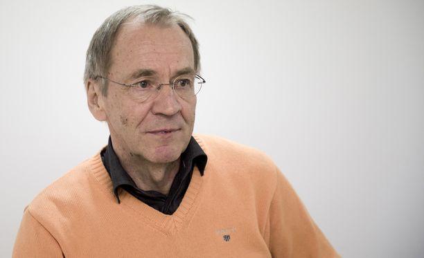 RoPS onnitteli valmentajalegenda Martti Kuuselaa, joka täytti 9. lokakuuta 70 vuotta.