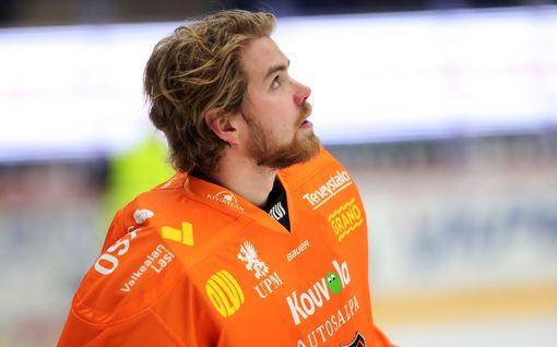 Vaaratilanne SM-liigassa: Oskar Osalan luistin  osui KooKoo-maalivahdin päähän