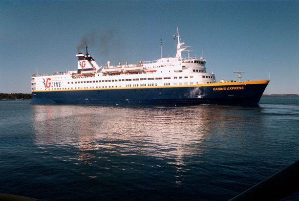 Vuonna 2001 Fenniasta tuli kasinolaiva Casino Express.