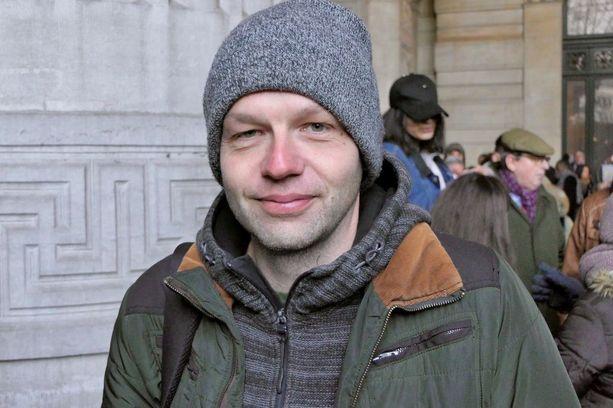 Anwerpenilainen toimittaja Dirk Cooseman ei uskonut oikeustalon jonossa, että Salah Abdeslam avaisi edelleenkään suutaan kertoakseen mitään Pariisin tai Brysselin tapahtumista pari vuotta sitten.