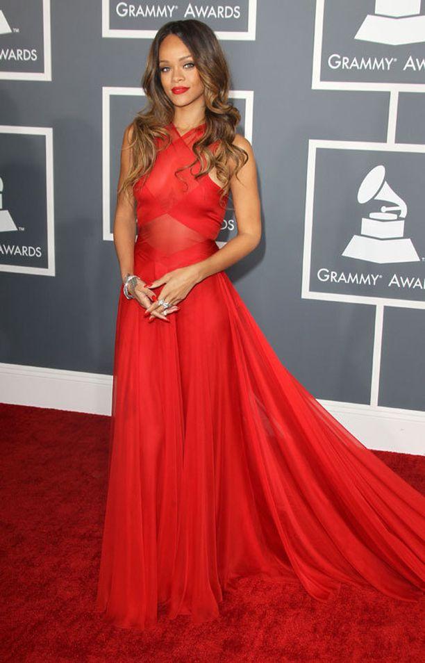 Grammy-gaalassa Rihanna pukeutui Azzedine Alaïaan.