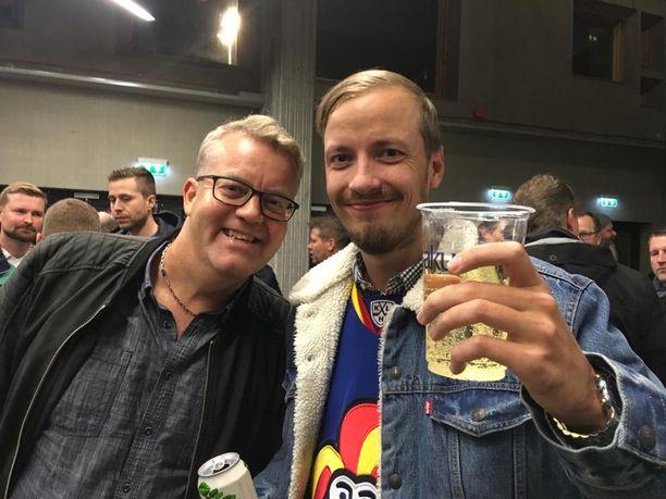 Simo Vähämöttönen ja Anton Utriainen valittelivat hillittömiä vessajonoja.