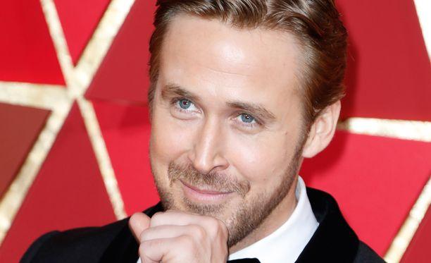 Ryan Goslingin seuralaisen henkilöllisyys ehti ihmetyttää.