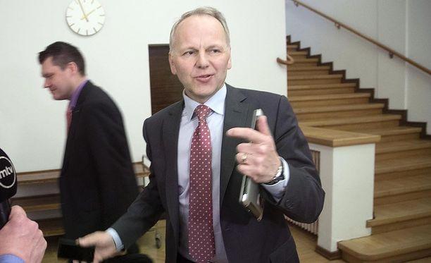Maa- ja metsätalousministeri Jari Leppä (kesk) saa kritiikkiä eläinsuojelijoilta.