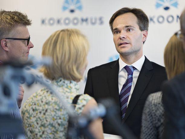 Sisäministeri Kai Mykkänen (kok) sai tiistaina moitteet oikeuskansleri Tuomas Pöystiltä,