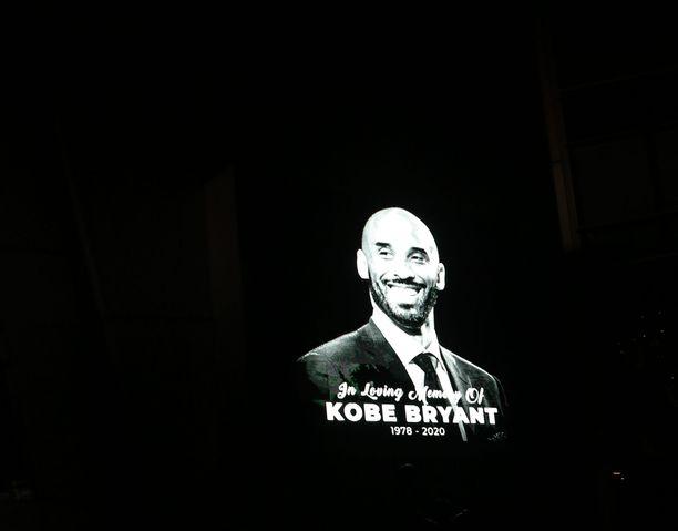 Kobe Bryantin kuolemaa on surtu ympäri maailmaa.