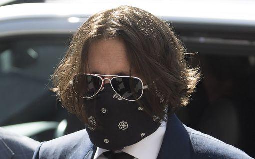 Johnny Deppin uusi oikeudenkäynti alkoi - tyrmää valheiksi kaikki Amber Heardin väitteet pahoinpitelyistä