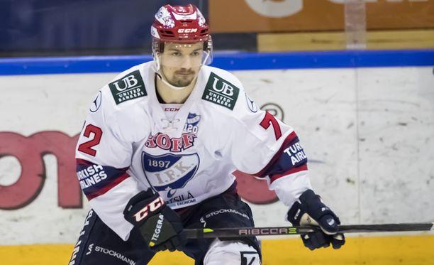 Patrik Carlsson vei HIFK:n avauserässä johtoon.