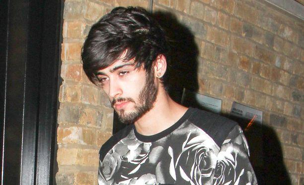 Zayn Malik jätti One Directionin maaliskuussa. Hän kertoi faneille haluavansa elää tavallista 22-vuotiaan elämää.