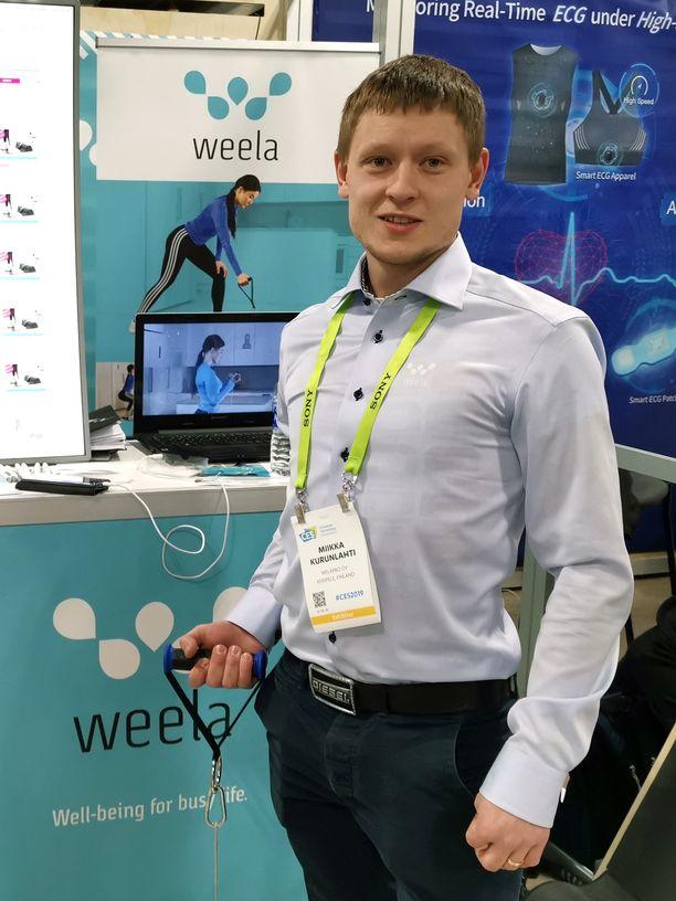 Weelan toimitusjohtaja Mikka Kurunlahti esitteli laitetta CES-messuilla.