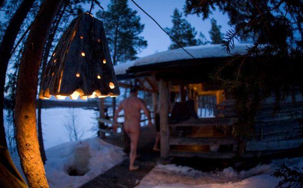 Pihasaunassa on jouluna suloisinta, jos ulkona on pakkasta ja maisemassa vitivalkoista lunta.