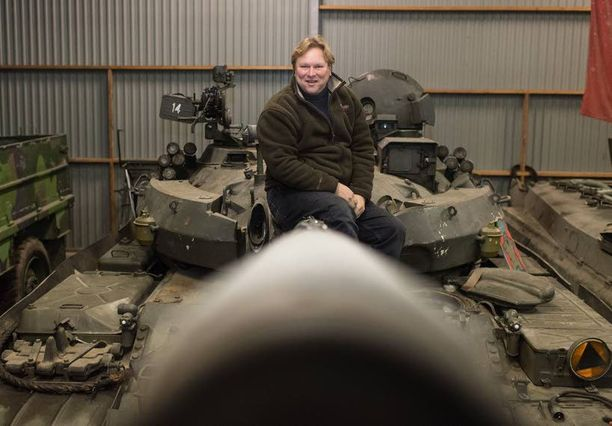 Sten Johansson ja T-55-panssarivaunu.