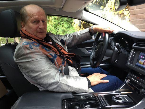 Juhani Tamminen ajaa paljon.