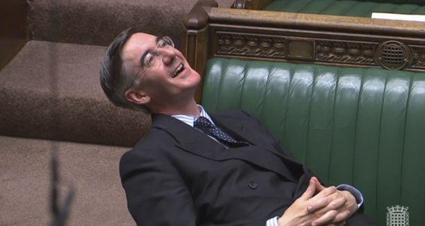 Jacob Rees-Mogg otti rennosti Britannian parlamentin brexitiä koskevassa hätäkeskustelussa.