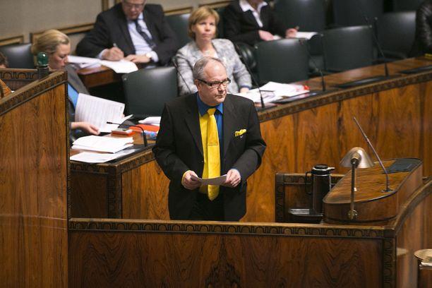 Eduskunta äänestää hallituksen esityksestä ensi viikon keskiviikkona. Turunen ei halua spekuloida, miten äänestyksessä käy, jos keskusta ja kokoomus eivät pidä kiinni sovitusta.
